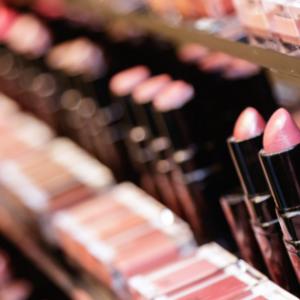 foto de batons representando a indústria de cosméticos
